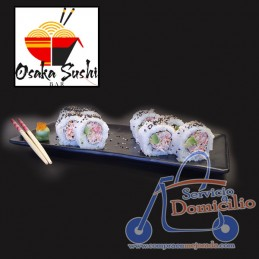 Rolls Osaka Sushi Bar Dinamita roll  Con surimi, aguacate, sésamo.